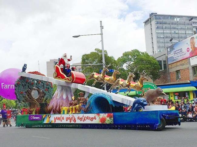 (c)ecube161201_santaparade00.jpg
